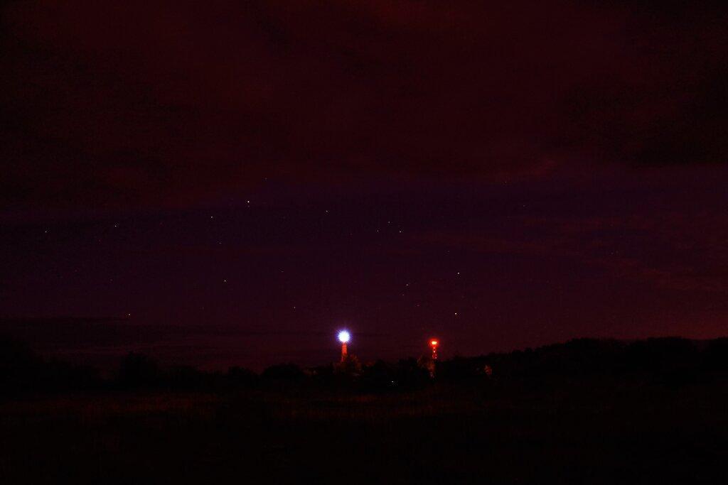 Paldiskis öösel tuulegeneraatorite juures